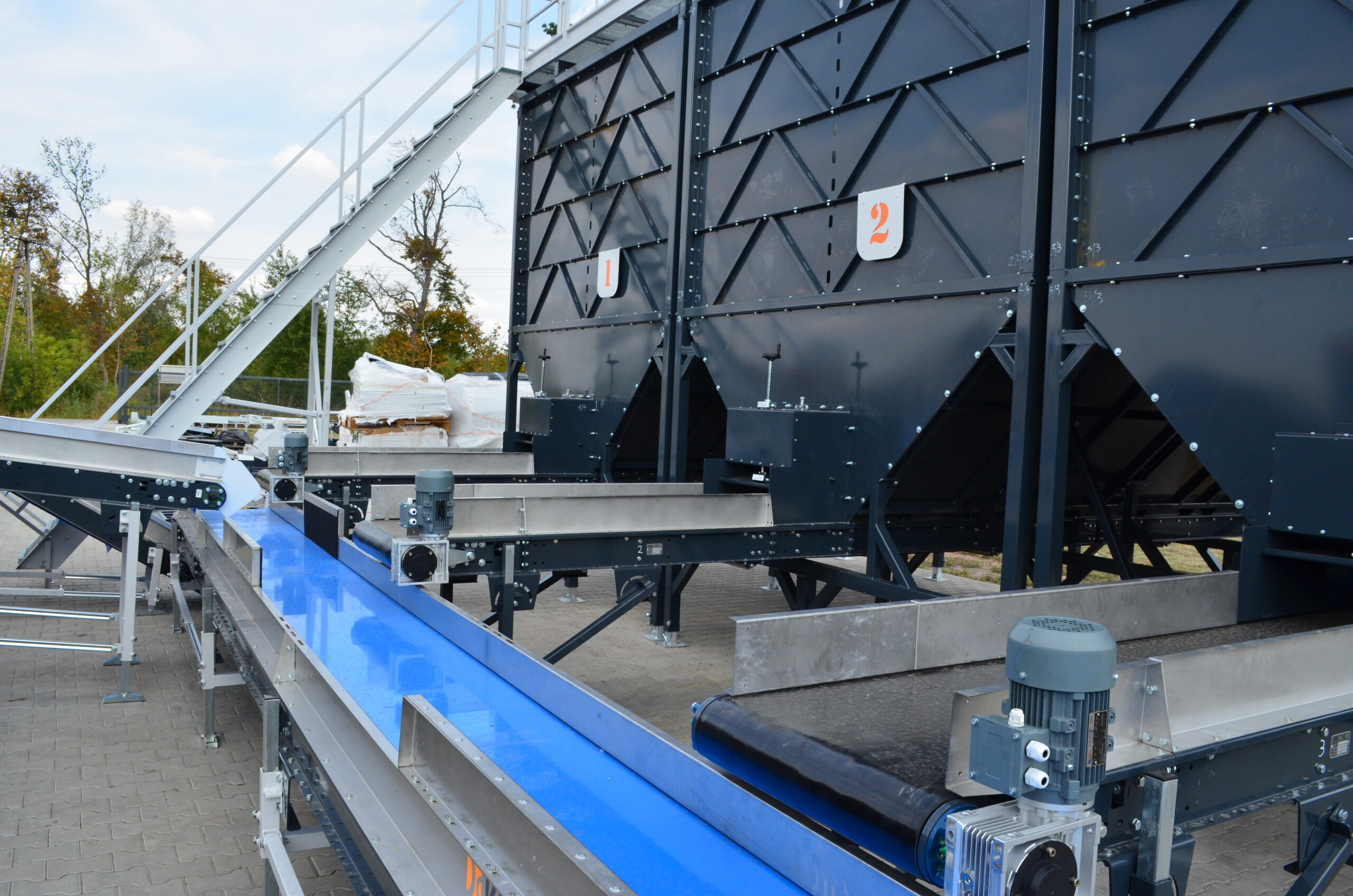 Бункер разгрузочный с транспортером автоматизация систем конвейера